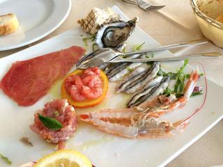 イタリア、シチリア島のレストランで、海の幸の盛り合わせ。の写真・画像素材[920412]