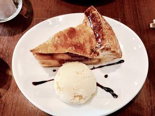 ケーキ,アップルパイ,バニラアイス,チョコソース