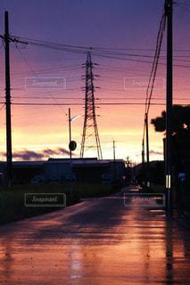 街に沈む夕日の写真・画像素材[848409]