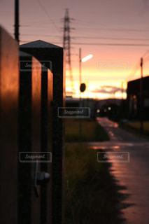 街に沈む夕日の写真・画像素材[848410]