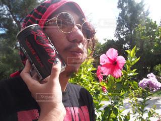 携帯電話で話す男性の写真・画像素材[1368619]