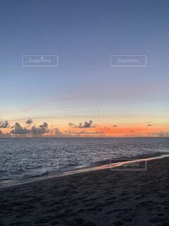自然,風景,海,空,屋外,湖,太陽,ビーチ,雲,夕暮れ,水面,海岸,星,月,人物,人,日の出,金星
