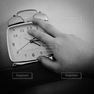 モノクロ,時計,白黒,モノクローム,眠い,早起き,sleepy,おしゃれ,monochrome,モノクロ写真,目覚まし時計,clock,blackandwhite