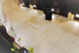 屋内,白,結婚式,花嫁,洋服,人物,人,ウェディングドレス,幸せ,お祝い,ホワイト,ウェディング,祝福,ライフイベント