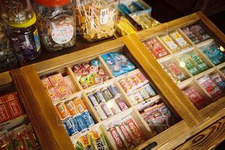 温泉街の駄菓子屋の写真・画像素材[1258123]