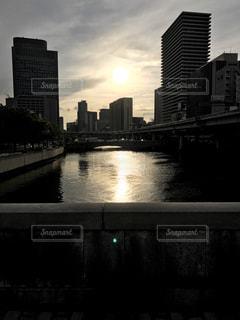 夕焼けの川。夕焼けの橋。の写真・画像素材[456263]