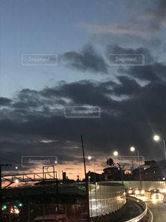曇り夜のボートの写真・画像素材[962985]