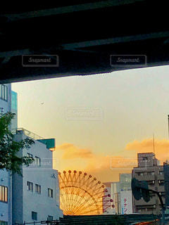 空,ビル,屋外,大阪,赤,雲,綺麗,夕焼け,観覧車,景色,オレンジ,梅田,夕陽