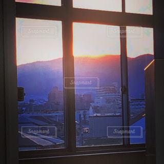 風景,空,建物,夕日,屋外,駅,綺麗,紫,窓,夕方,山,景色,JR,夕陽,色,川西池田駅
