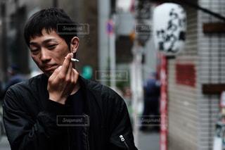 携帯電話で話す人の写真・画像素材[726734]