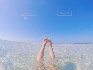 水のサーフボードで波に乗って女の子 - No.771243