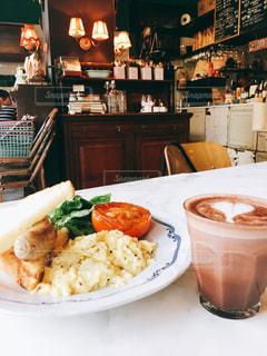 カフェ,朝食,アンティーク,シンガポール,カフェラテ,スクランブルエッグ,ソーセージ,The Bakehouse by Carpenter & Cook