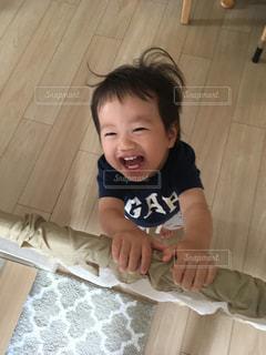 寝起きの笑顔の写真・画像素材[2366607]