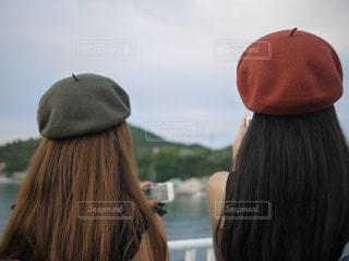 近くの帽子をかぶった男の写真・画像素材[841812]