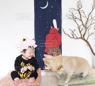 赤ちゃん鬼と犬の写真・画像素材[1781141]