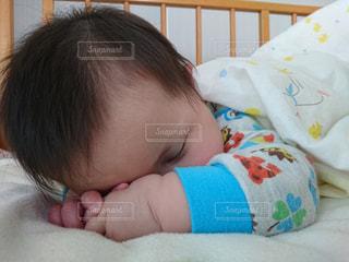 子供,悲しい,寝る,男の子,乳幼児,生後8ヶ月,泣き疲れ
