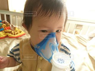 子供,赤ちゃん,男の子,病院,入院,点滴,乳児,医療,病室,生後10ヵ月,吸入