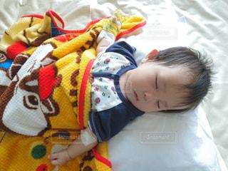 子供,赤ちゃん,お昼寝,男の子,病院,入院,点滴,乳児,医療,採血,病室,生後10ヵ月