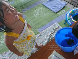 少女がフリスビーで遊んでの写真・画像素材[1394415]