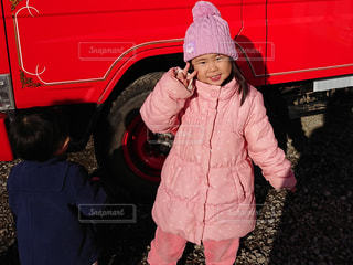 少女の赤い帽子をかぶっています。の写真・画像素材[1757627]