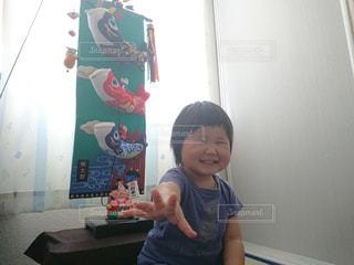ポーズをとる少年の写真・画像素材[3220690]