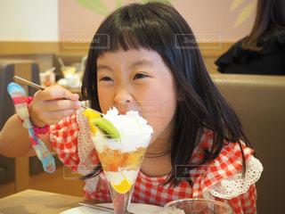 女の子,食べる,おいしい,パフェ,大好き,夢中