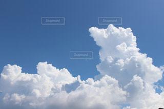 青い空に雲の写真・画像素材[1124334]