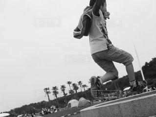 公園,キッズ,ジャンプ,白黒,子供,男の子,ポジティブ