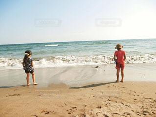 海,キッズ,後ろ姿,子供,女の子,後姿,休日,男の子