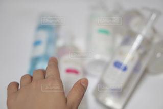 歯ブラシを持つ手 - No.718820