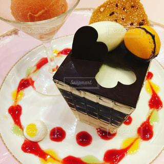 皿の上のケーキのスライス - No.1112705