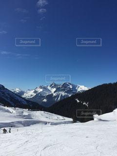 雪に覆われた山の写真・画像素材[1739668]