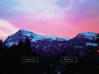 雪の覆われた山々 の景色の写真・画像素材[1739786]