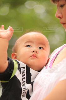 子ども,夏,赤ちゃん,夢中,ママの腕の中