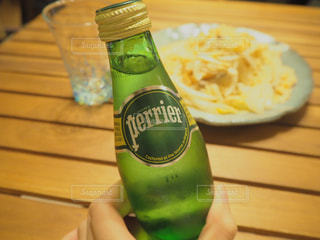 テーブルにグリーン ボトル - No.918395