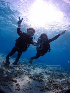 沖縄でのスキューバダイビングの写真・画像素材[1595541]