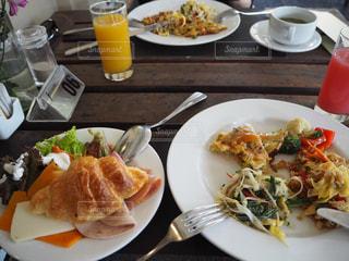 食べ物,食事,朝食,テーブル,皿,朝ごはん,クロワッサン,オレンジジュース,バリ,バイキング