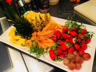 食べ物,赤,黄色,オレンジ,苺,フルーツ,果実,パイナップル,パーティー,盛り合わせ