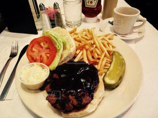 ニューヨーク,ハンバーガー,アメリカ,フライドポテト,ピクルス,Pete's Tavern
