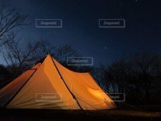 キャンプの夜の写真・画像素材[4805246]