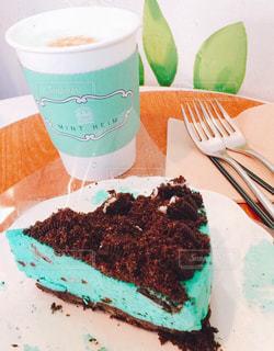 テーブルの上のチョコレート ケーキ - No.809217