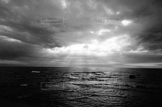水の体に沈む夕日 - No.817037