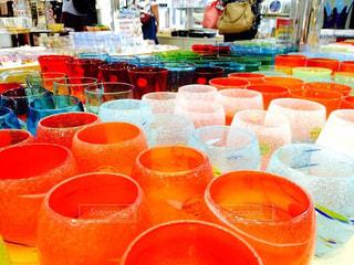 テーブルの上のオレンジのボウルの写真・画像素材[919142]