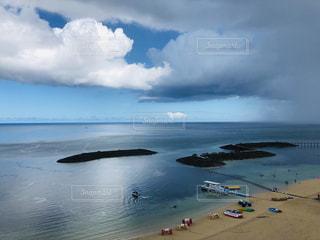 水域の上空の雲の群しの写真・画像素材[2328560]