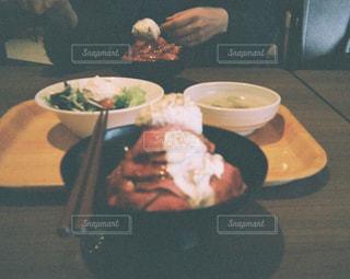 ローストビーフ丼の写真・画像素材[724184]