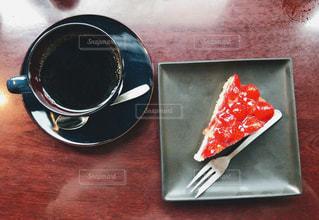 テーブルの上のコーヒー カップの写真・画像素材[1039956]