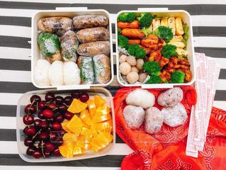 料理の種類でいっぱいのボックスの写真・画像素材[1041382]