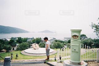 男の子とポストの写真・画像素材[1254565]