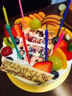 ケーキ,きれい,家,嬉しい,フルーツ,笑顔,お祝い,美味しい,手作り,ホールケーキ,パティシエ,写真入