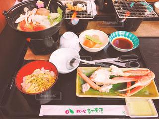 テーブルの上に座って食品の束の写真・画像素材[748123]
